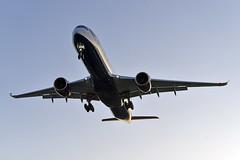 'BA5CA' (BA0092) YYZ-LHR (A380spotter) Tags: approach landing arrival finals shortfinals threshold belly airbus a350 a350xwb™ xtrawidebody extra 1000 gxwbc internationalconsolidatedairlinesgroupsa iag britishairways baw ba ba5ca ba0092 yyzlhr runway27l 27l london heathrow egll lhr