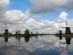 DSCN0940 (alainazer) Tags: kinderdijk nederland paysbas holland hollande moulin mulino moinhos mühlen mills windmill eau acqua water ciel cielo sky