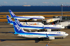 Into the Blue...全日本 (Manuel Negrerie) Tags: 全日本 ana nh haneda airport jetliners aircraft moment sightseeing sight technology travel japan canon spotting airliners logo livery design colors geography avgeeks ja89an graphic boeing airbus a321 737800 winglets leap1a cfm 767300 tokyohaneda
