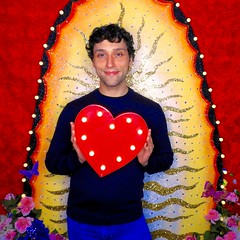DSCN8730 (danimaniacs) Tags: valentinesday portrait man guy mansolo smile colorful
