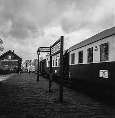 Platform view Lieren Station (Ric Evers) Tags: gelderland veluwestoomtrein lieren steamtrain train bw blackandwhite foma100 rolleiflex35