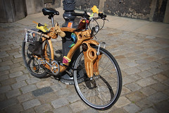 The Wooden Frame (big_jeff_leo) Tags: transport bike bycycle dresden germany street wheels twowheels