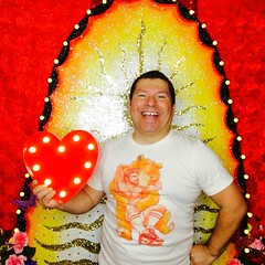 IMG_5959 (danimaniacs) Tags: portrait valentinesday colorful man guy mansolo smile selfportrait