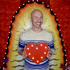 DSCN8751 (danimaniacs) Tags: valentinesday portrait man guy mansolo smile beard scruff colorful