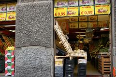 Milano Moving - Offerta Marey Frutta (In.Deo) Tags: milano lombardia italy street