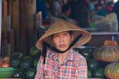 IMGP4959 Faces of the Market (Claudio e Lucia Images around the world) Tags: hoian vietnam hoi an market seller lady old woman street pentax pentaxk3ii pentaxart pentaxlens pentax18135 pentaxcamera vendor portrait happy planet asia favorites happyplanet asiafavorites