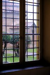 En rêvant Ravenne #5 - San Vitale, un détail (Paolo Pizzimenti) Tags: rêve ravenne vélo immobilier chiot fenêtre fujifilm xpro3 xf35mmr f14 velvia acros film pellicule argentique doisneau