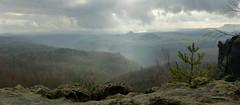 Das Schauspiel.... (isajachevalier) Tags: landschaft licht nebel natur elbsandsteingebirge sächsischeschweiz zirkelstein kaiserkrone sachsen panasonicdmcfz150