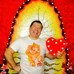 IMG_5964 (danimaniacs) Tags: portrait valentinesday colorful man guy mansolo smile selfportrait