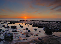 Watching the Sun Go Down (Pt 1) (Ree Smith) Tags: monknash thevaleofglamorgan glamorganshire southwales wales sunset seascape beach thebristolchannel