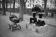 Hvad har de dog tænkt på? (Lars_Holte) Tags: minox 35 gl colorminotar 28 35mm film rollei rpx 400 rpx400 400iso analog analogue blackandwhite classicblackwhite bw monochrome filmforever ishootfilm filmphotography kodak d76 homeprocessing larsholte denmark danmark copenhagen københavn østerbro