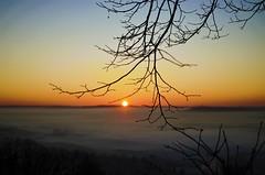 Petit matin (La.Main.Noire) Tags: nikon d7000 nikkor 35mm dx prime soleil sun matin morning paysage landscape sunrise laon aisne france nature ciel sky nuage picardie