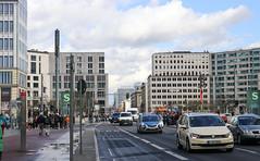 Berlín_0942 (Joanbrebo) Tags: potsdamerplatz tiergarten berlin de deutschland edificios edificis buildings arquitectura canoneos80d eosd autofocus gente gent people streetscenes