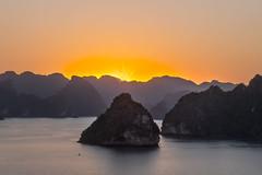 Ha Long Bay (Porschista) Tags: vietnam halong bay badia sunset landscape