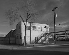(el zopilote) Tags: street signs newmexico architecture lumix industrial cityscape albuquerque powerlines g9 leicavarioelmarit1260mmf284asph blackandwhite bw blancoynegro monochrome noiretblanc nb bn cars wheels
