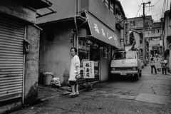 Street (2533)A640 (soyokazeojisan) Tags: japan osaka city street people bw blackandwhite monochrome analog olympus m1 om1 28mm film trix kodak memories 高下駄 1970s