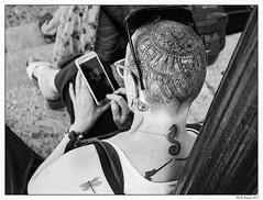 Mes tatouages sont mon histoire.... (francis_bellin) Tags: noiretblancphoto andalousie streetphoto portable street netb olympus photoderue téléphone photographierlarue bw blackandwhitephoto photographie tête streetphotographie espagne noiretblanc blackandwhite photographederue villageblanc photographe tatouages 2019 ville ronda