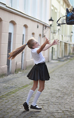 Vacations (Pavlo Kuzyk) Tags: girl blonde skirt glasses bag funny humor street canon