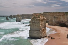 AUS_2005-Film-10-22 (charlesvanlangeveld) Tags: 12apostles greatoceanroad victoria australia sea shore waves clouds apostles landscape scape seascape