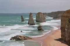 AUS_2005-Film-10-18 (charlesvanlangeveld) Tags: victoria 12apostles greatoceanroad australia sea shore waves clouds apostles landscape scape seascape