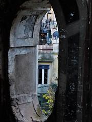 San Felice oval (fotoflo86) Tags: naples napoli neapel italien italy italia palazzo san felice staircase stairs vano scala scale oval ovale opening window laundry bucato run down decay