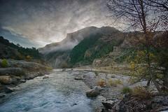 Jánovas al amanecer (Pirineos - Huesca) (Carlos M. M.) Tags: hdr aragón huesca pirineos sony sonyalpha6000 peñaguara nubes clouds naturaleza nature montaña excursión hiking