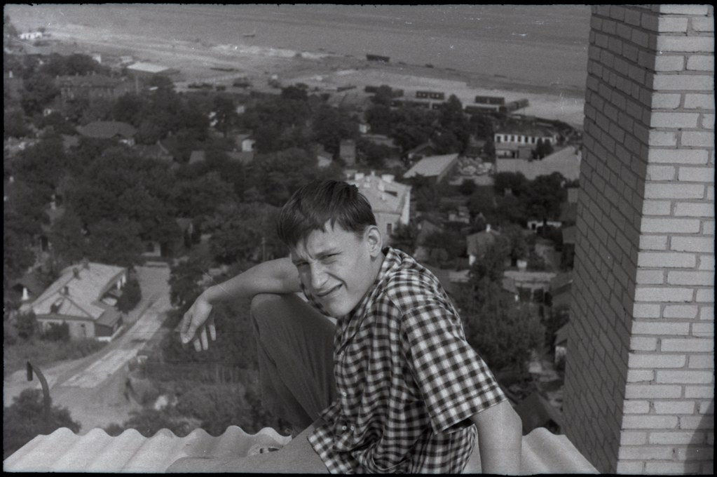 фото: Пацаны на фоне Колодезной улицы - Около 1965 AGFA ISOPAN ISS K60-61 35mm FS6400 [Щербина Александр Валерьевич]