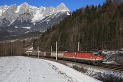 1144 Tandem Richtung Süden (C.Vitzthum) Tags: öbb 1144 tandem güterzug winter schnee berg alpen 1044 sgp
