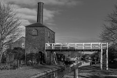 Hawkesbury Engine house on Coventry Canal (1 of 6) (Frank Samet) Tags: 2020 boats canal coventry narrowboat