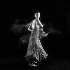 Et tourne tourne (flo73400) Tags: danseuse woman studio modele nb bw