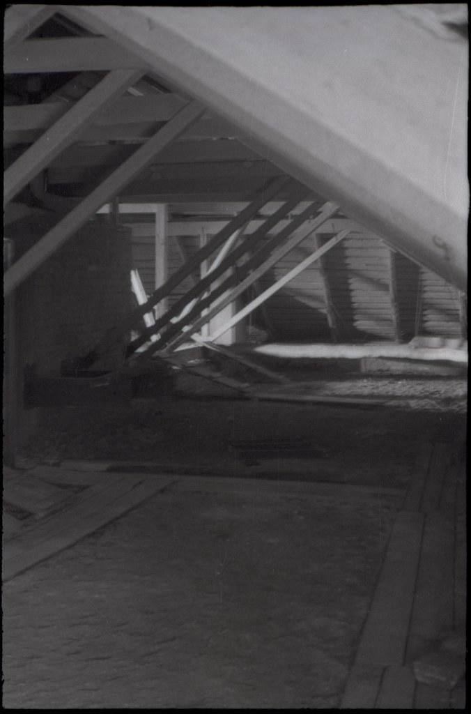 фото: Чердак - Около 1965 AGFA ISOPAN ISS K52-53 35mm FS6400 [Щербина Александр Валерьевич]