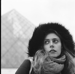 000086290008 (Yo.el) Tags: paris louvre rolleiflex rolleicord ilford delta pro mannequin argentique film
