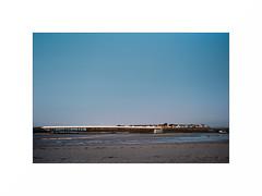 (XavierG44) Tags: pornichet aube plage pont pentax k2 kodak portra 160 28mm long exposure film argentique couleurs bleu port grain