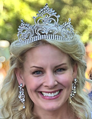 The Queen That Day (Scott 97006) Tags: woman blonde female lady crown parade smile pretty beauty