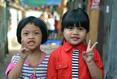 cute girls (the foreign photographer - ฝรั่งถ่) Tags: two cute girls khlong lard phrao portraits bangkhen bangkok thailand nikon d3200