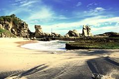 Klayar beach in south Java, Indonesia (Tiket2) Tags: asia asiatravel indonesia travel travelpic travelphoto indonesian amazing stunning tiket2 creativecommons free freephoto attribution tourism tourist exotic tropical klayar beach pantai yello white whitesand whitesandbeach pacitan java javanese sea waves