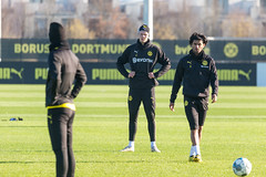 Marco Reus and Erling Haaland watch Mahmoud Dahoud as he walks towards the ball during a Borussia Dortmund training (verchmarco) Tags: bundesliga training borussiadortmund fussball bvb 2020 soccer fusball cricket kricket football competition wettbewerb man mann match spiel ball game trophy trophäe stadium stadion league liga people menschen actionenergy aktionsenergie teamwork zusammenarbeit adult erwachsene exercise übung action aktion squad kader fun spas outfit 2019 2021 2022 2023 2024 2025