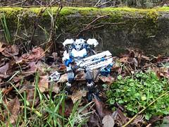 Khaos (Armored Toa) Tags: lego bionicle gen2 custom silver blue sapphire skull elite guard knight armor greatsword greatshield makuta