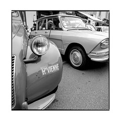 french couple • joigny, burgundy • 2019 (lem's) Tags: 2cv 2 chevaux ami6 citroen french car classic automobile retro vintage joigny burgundy bourgogne zenza bronica