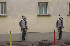 Levalet_8740 allée Verte Paris 11 (meuh1246) Tags: streetart paris soldat levalet alléeverte paris11 arme casque
