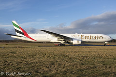 A6-EPG Boeing 777-300ER Emirates Edinburgh airport EGPH 12.01-20 (rjonsen) Tags: plane airplane aircraft aviation airliner airside taxying taxiing wide angle
