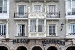 Castro Urdiales - Casa de los Chelines (Juan Ig. Llana) Tags: españa ventana arquitectura fachada mirador cantabria arcos castrourdiales mesónmarinero balcón