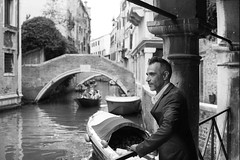 Pose vénitienne (danielè) Tags: paysage italie sensuelle photographe photographier élégance man men venise homme