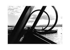 Zürich (SinoLaZZeR) Tags: zurich zürich schweiz switzerland zürichsee europe europa street streetphotography schwarzweiss streetlife monochrom monochrome blackwhite blackandwhite bw analogue analog filmisnotdead film kodak kodaktrix400 trix 400 leica leicam2 35mm summaron35f28 f28 summaron urban urbanlife 瑞士 苏黎世 欧洲 街头摄影 黑白 徕卡相机 徕卡 胶片 胶卷 胶卷照片 人影 m2 candid