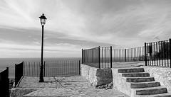 Miradores del Cielo en Salobreña (Tomás Hornos) Tags: mirador escaleras farola cielo mediterráneo mediterreanean sky nubes clouds mar sea blancoynegro blackandwhite blackwhite monocromático monocromo monochrome móvil mobilephotografy phone smartphone bq aquaris salobreña