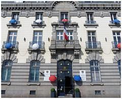 Les parapluies de Cherbourg. (abac077) Tags: parapluie umbrella cherbourg normandie normandy manche cotentin 2019 batiment façade fenetres windows