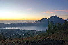 morning view (Raiden8705) Tags: mountain sunrise sunlight sky bali indonesia hiking