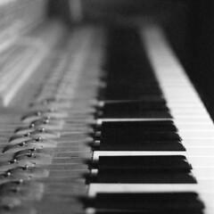 Piano (pedro4d) Tags: hasselblad 500cm carl zeiss planar 8028 rollei retro 100 expired film analog selfdeveloped tetenal neofin blue blau blackandwhite mdeiumformat schwarzweiss czarnobiałe mdium format square grain piano pianino musical instrument old antique