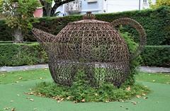 Tetera en el Portugal dos Pequenitos (Coímbra, Portugal, 23-10-2019) (Juanje Orío) Tags: 2019 coímbra portugal europeanunion europa europe eu unióneuropea ue parquetemático escultura sculpture jardín garden