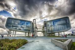 Simetría asimétrica (therlo28) Tags: simetría arquitectura santander cantabria botín pereda cristal ventanas windows finestre diseño design nubes clouds nuvole acero parque calle escaleras pasarela moderno